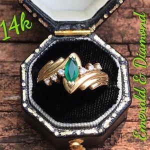 Beautiful 14k Gold Emerald & Diamond Accents Ring